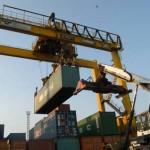Alat Berat untuk Bongkar Muat di Pelabuhan