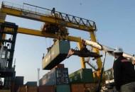 Bongkar muat pelabuhan dengan alat berat