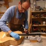 Yuk, Intip Proses Pembuatan Gitar Akustik