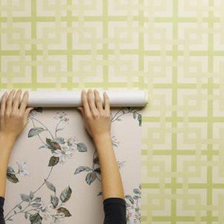 Pasang wallpaper di apartemen