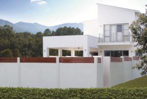 Rumah dengan pagar panel beton