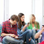 Agar Tak Ketagihan Bermain Handphone, Ikuti Tips Ini!