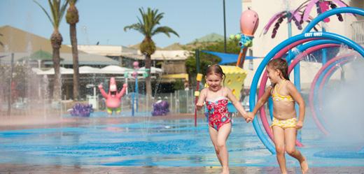 Aman bermain waterpark dengan anak